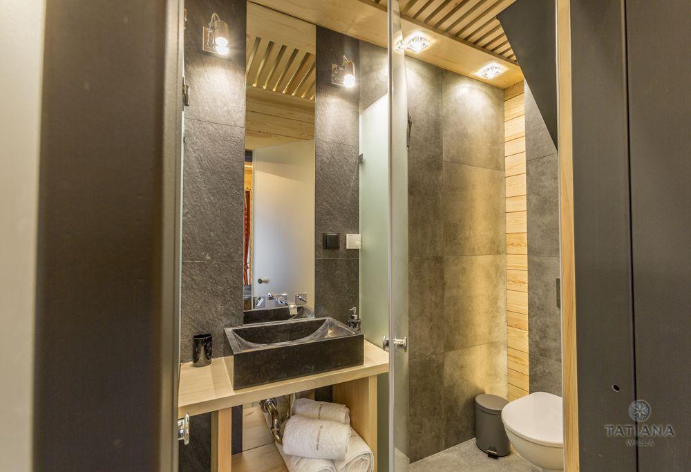 Apartament Alpejski Willa Tatiana folk łazienka z kamienia