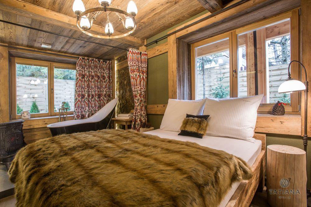 Apartament Karpacki Willa Tatiana folk drewniana sypialnia z wanną