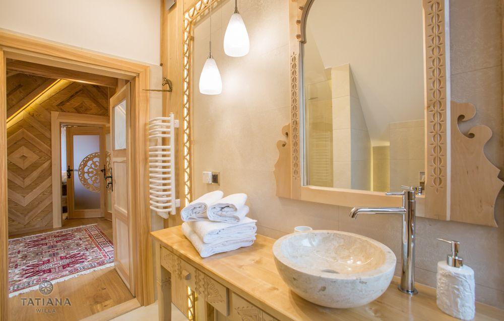 Apartament Tatrzański Willa Tatiana folk łazienka z akcentem drewnianym