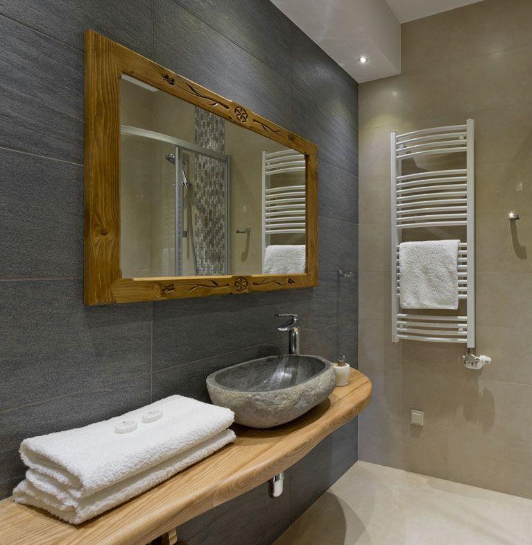 Łazienka z kamienia i drewna