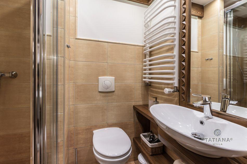Apartament 2 Tatiana Premium Zakopane łazienka z akcentem drewnianym