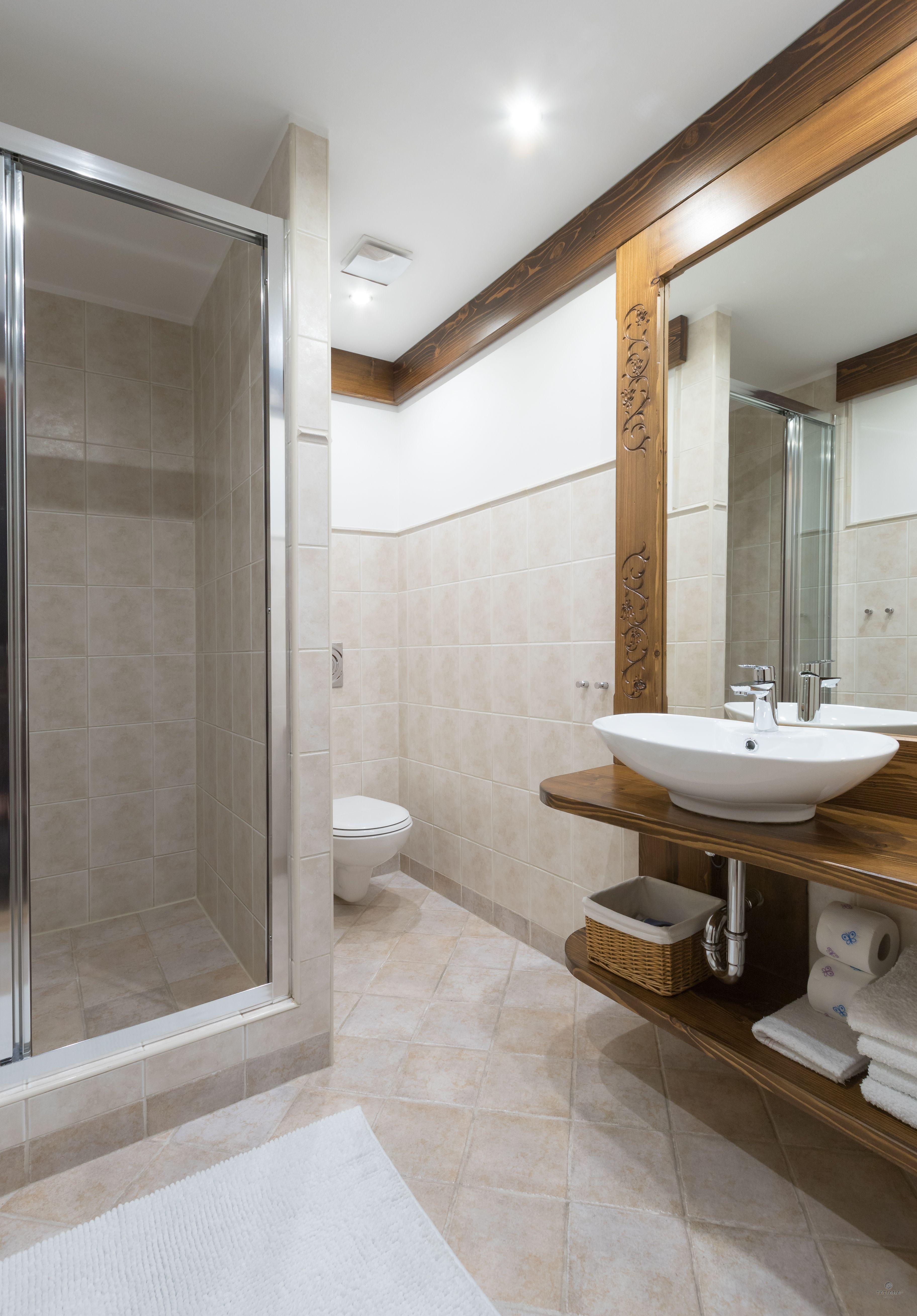 Apartament 7 Tatiana Premium Zakopane łazienka z akcentem drewnianym
