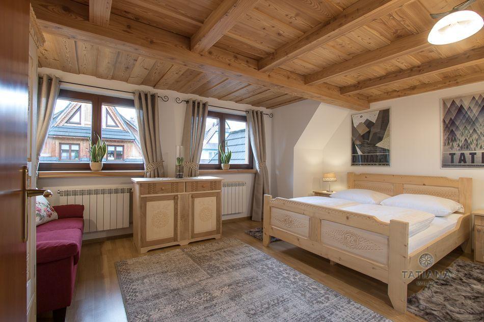 Apartament 9 Tatiana Premium Zakopane sypialnia z akcentem drewnianym