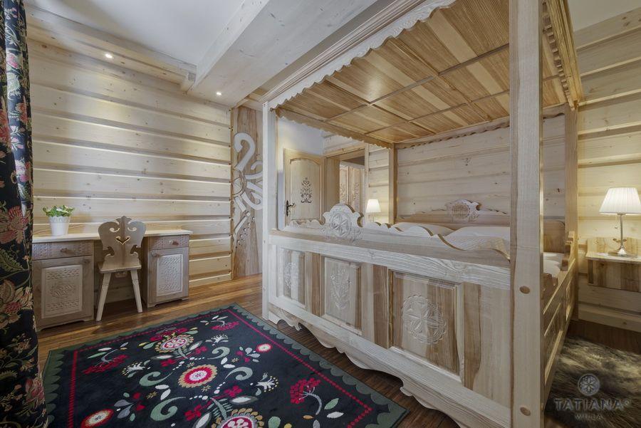 Apartament 11 Willa Tatiana II Zakopane drewniane łoże