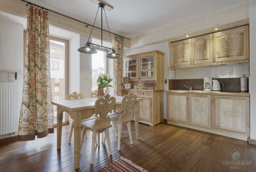 Apartament 12 Willa Tatiana II Zakopane drewniany aneks kuchenny