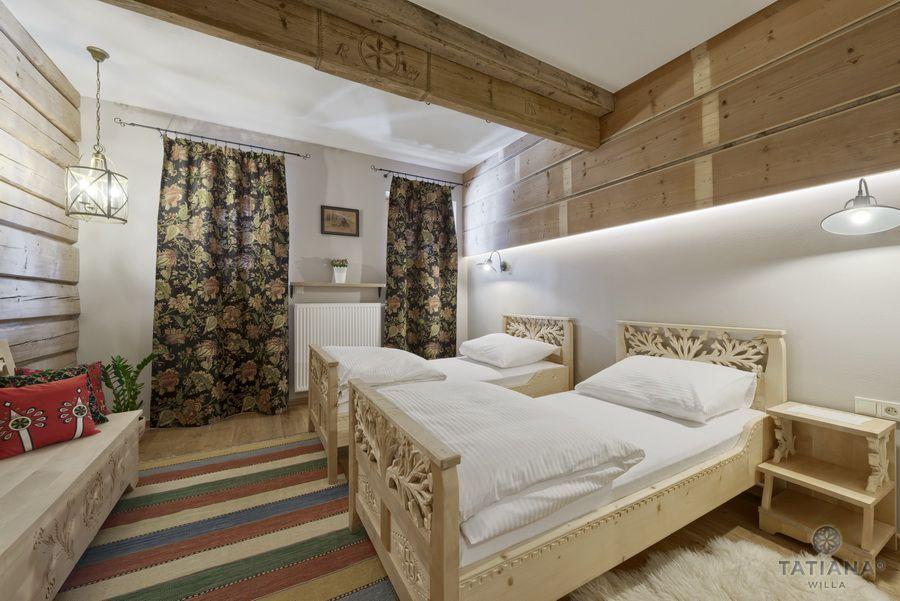 Apartament 15 Willa Tatiana II Zakopane rzeźbione łóżka w drewnie