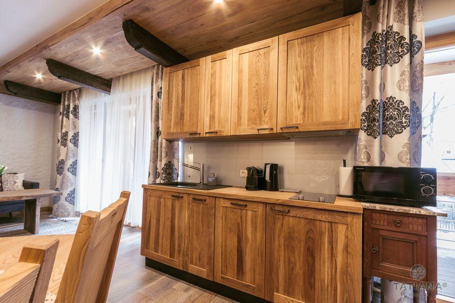 Apartament Debowy Willa Tatiana boutique drewniany aneks kuchenny